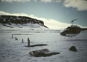 Franklin Expedition, graves and ships door